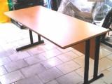 Prodám  kvalitní  ZÁNOVNÍ  stůl .