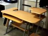 NOVÝ stůl s pevným kovovým základem. S velkou slevou