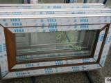 Plastové okno 90x50 zlatý dub